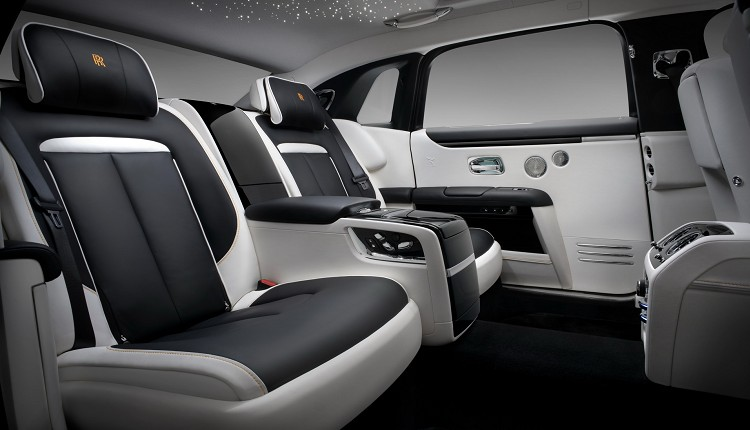 後座座椅增加可傾斜的寧靜座椅(Serenity Seat),後座乘客在乘坐時能徹底放鬆、伸展身體。