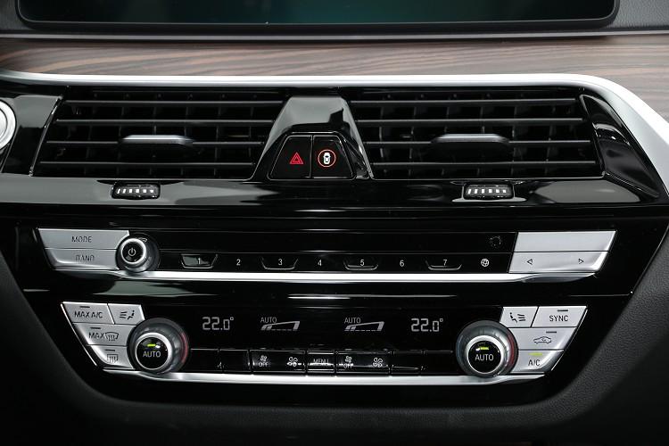 多角形的中控台已成為BMW的經典造型。