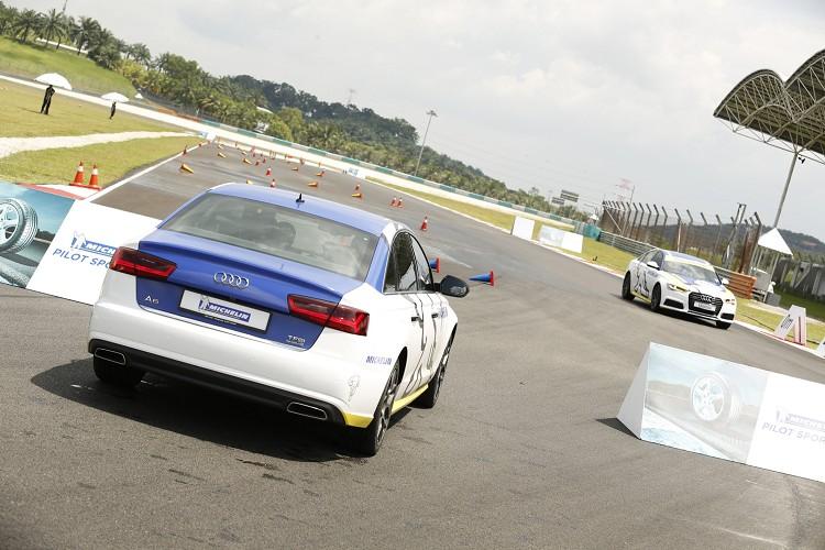 兩輛AUDI A6 TFSI Quattro分別裝載PS4與競品輪胎,讓我們體驗兩者的不同。