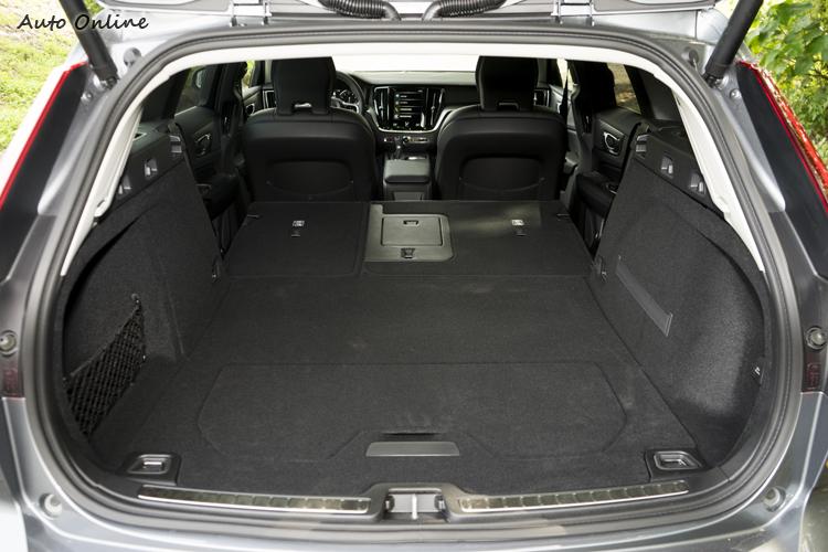 行李廂容量是比上代更多的529公升,後座椅背放下後可達1441公升。
