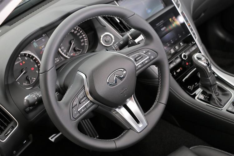 方向盤後方的換檔撥片讓駕駛者擁有自主權。