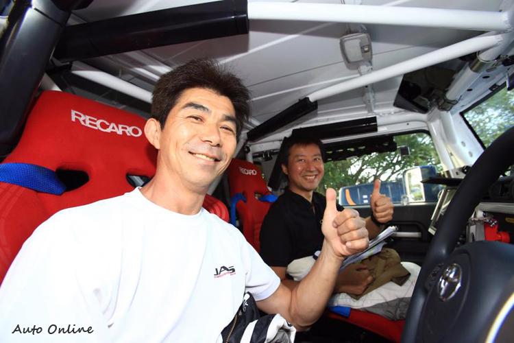 駕駛 Ikuo HANAWA 算是重量級人物,是第一個在BAJA越野拉力完賽的日本車手。