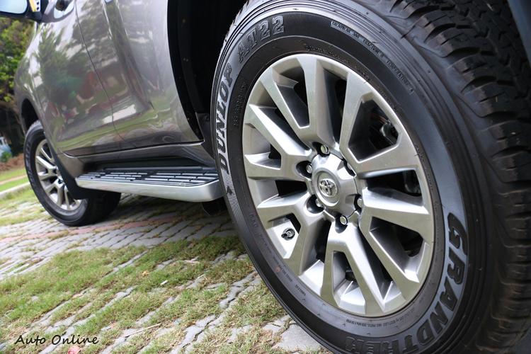 後懸吊有高度調整功能,輪胎為多功能AT胎。