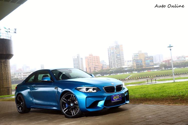 BMW改由數字來分別車門數後,M2就正式取代1M成為家族中年紀最輕的性能份子。