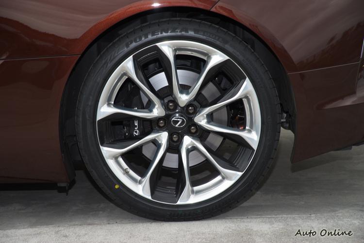 本次活動普利司通也贊助了Potenza S001L RFT失壓續跑胎。