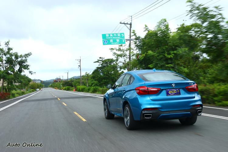 採用Long Beach Blue特殊車色,配合M款空氣套件(前保桿、側裙、後保桿)又再度加深跑車化元素。