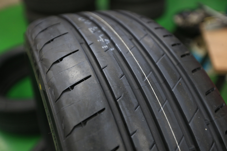 除了膠料配方提升外,特殊的3D-M輪胎花紋讓接地面積更大更穩定。