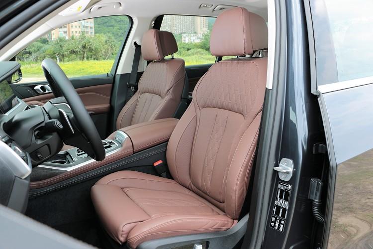 偏高的駕駛座姿帶來最佳視野,開大車一點都沒壓力。