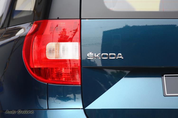 特有的「C」字形尾燈與方正線條的尾燈相映成趣。