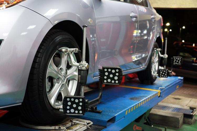 安裝輪胎除了要做好平衡外,四輪定位也是相當重要的。