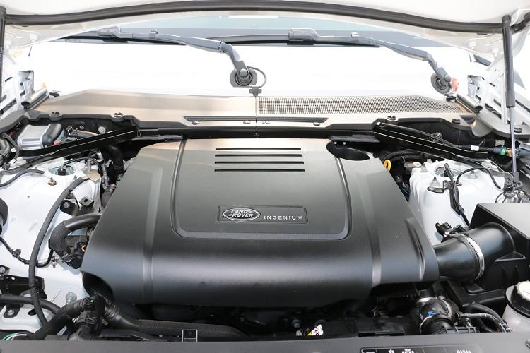 這顆2.0升四缸渦輪增壓引擎已廣泛運用在Jaguar、Land Rover各車系上,像是我們之前才試駕過的F-Type P300也是使用相同引擎。