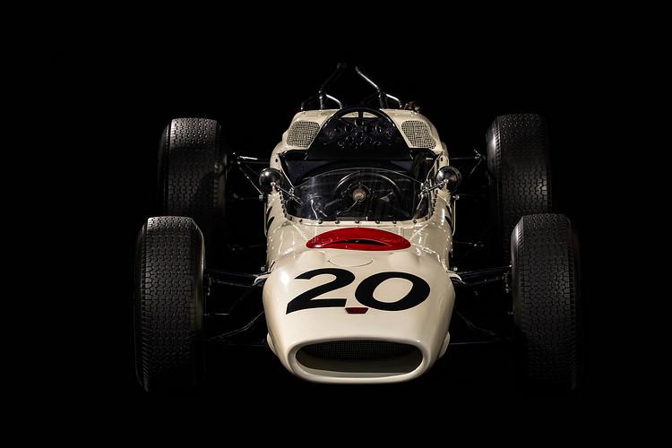 Honda在開始投入汽車製造後的第二年(1964)就推出RA271,這也是Honda及日本車廠的首款F1賽車,搭載1.5升V12引擎,曾經參與三場F1大賽。