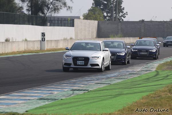 當車陣出現不整齊的狀況帶隊教練便會放慢車速讓車輛跟上。