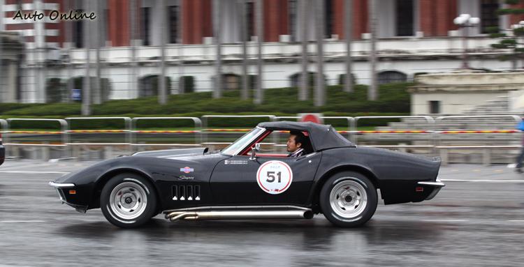 44年前出廠的CHEVROLET Corvette,流線的造型即使以現在的標準還是相當迷人。