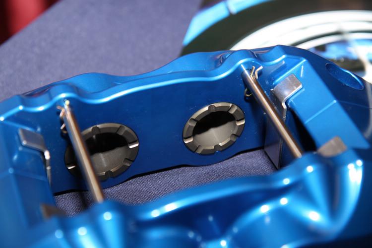 隱藏式活塞以及金屬取代橡膠的設計,在耐用和散熱性上都取得更大的優勢。