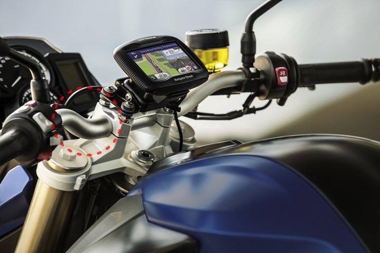 從設計上看來,Biker Pro訊號線能夠容忍彎折的極限較小,鏡頭架設在檔車上通常不外乎龍頭、前土除、前叉、大燈座等位置,但這些部位在轉彎時都會造成電源佈線拉扯的問題,加上檔車可以隱藏的空間也較少,因此從安裝難易程度的觀點來看,這套產品似乎對於速克達比較友善。