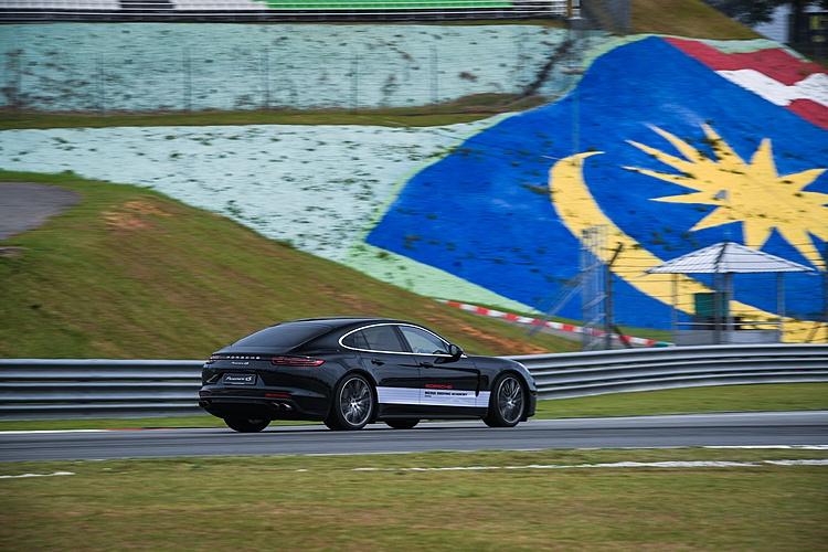 本次MDA活動包括最新發表的Panamera Turbo和4S都可在賽道上駕駛體驗。