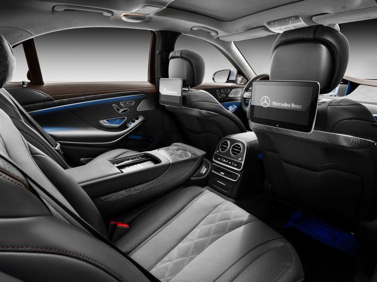 針對多數後座買家,全新S-Class亦將後座舒適等級再臻豪華,致力打造五星級舒壓空間,滿足五體感官需求,提供通體通暢的極致乘坐饗宴。