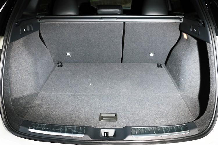 如果想要達到800公升的容積,後座座椅需向前滑移以及豎直椅背。