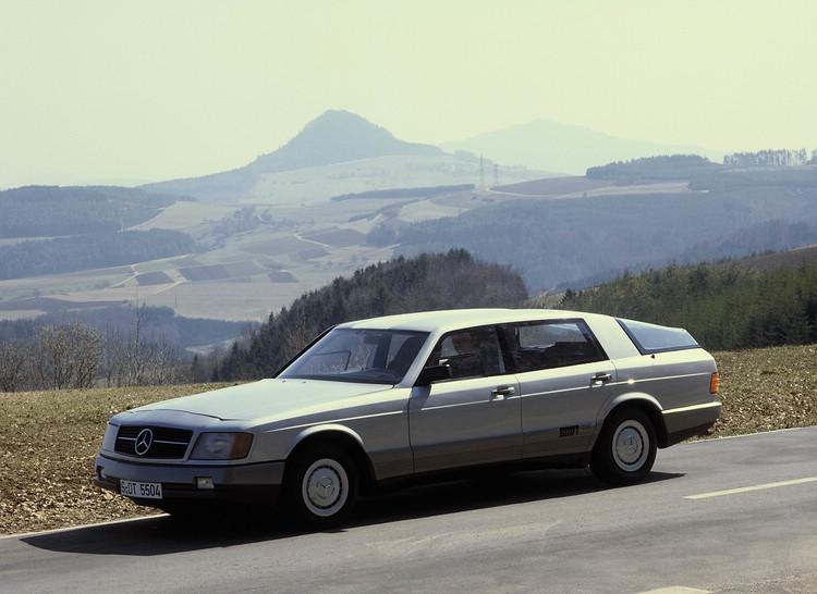 早在60年代起就著手研發ABS技術的Mercedes,卻因無法解決容錯率和感應速度的障礙,直到進入80年代才在Bosch的協助下開發出適合商業化的ABS並作為新款S-Class的選配。照片中這輛1981 Auto 2000實驗車就配置了ABS、循跡控制和雷達測距裝置,用以展示該廠在技術上的領先。