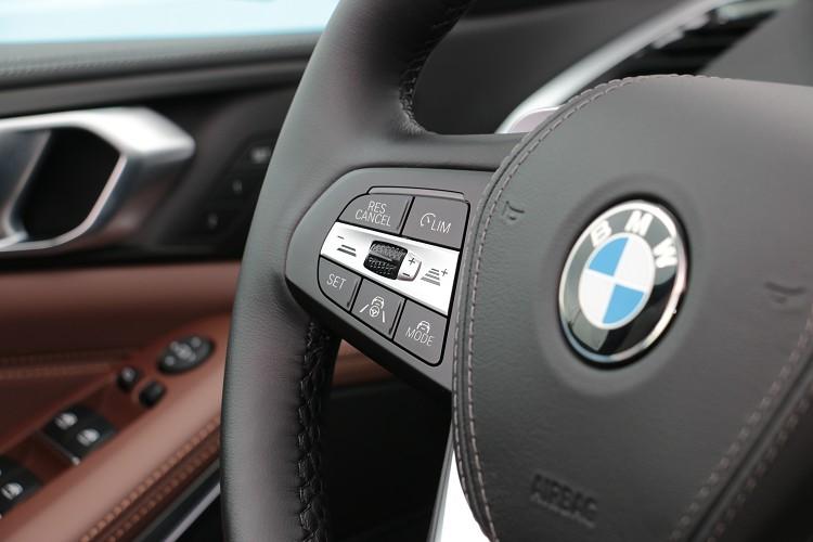 主動車距控制系統操作介面在方向盤的左側,有多段的距離可調整與前車的距離。