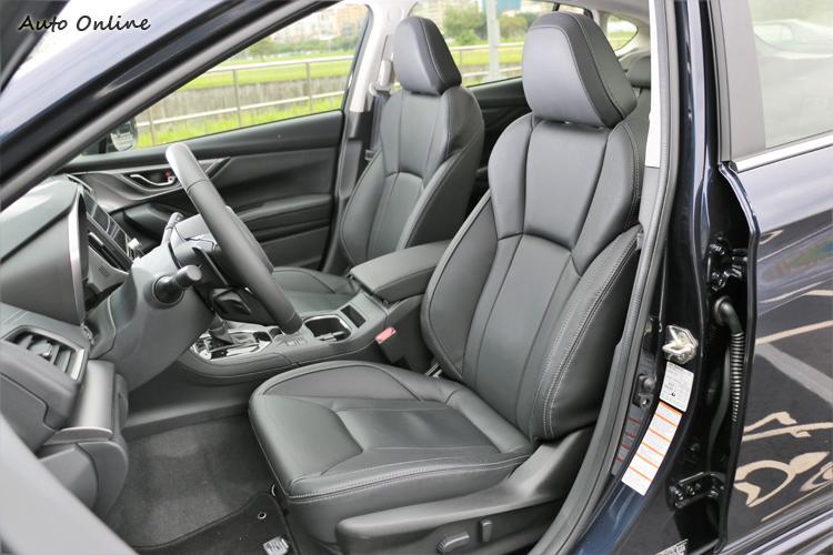 雙前座椅電動調整能迅速調整到適合自己的駕駛姿勢。