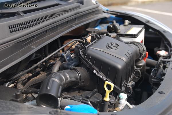 i10採用直列四缸SOHC 12氣門的汽油引擎,其可輸出69ps/5500rpm的最大馬力和10.1kg-m/4500rpm的最大扭力。