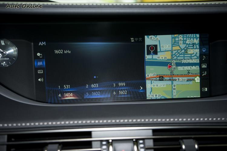 12.3吋螢幕資訊整合系統可雙螢幕分割顯示。