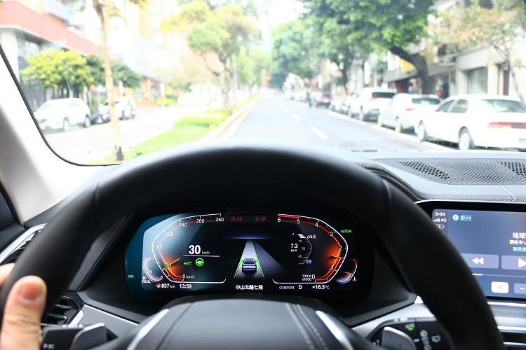 電腦控制與前距離非常聰明,不會出現那種急加速又極減速不適感。