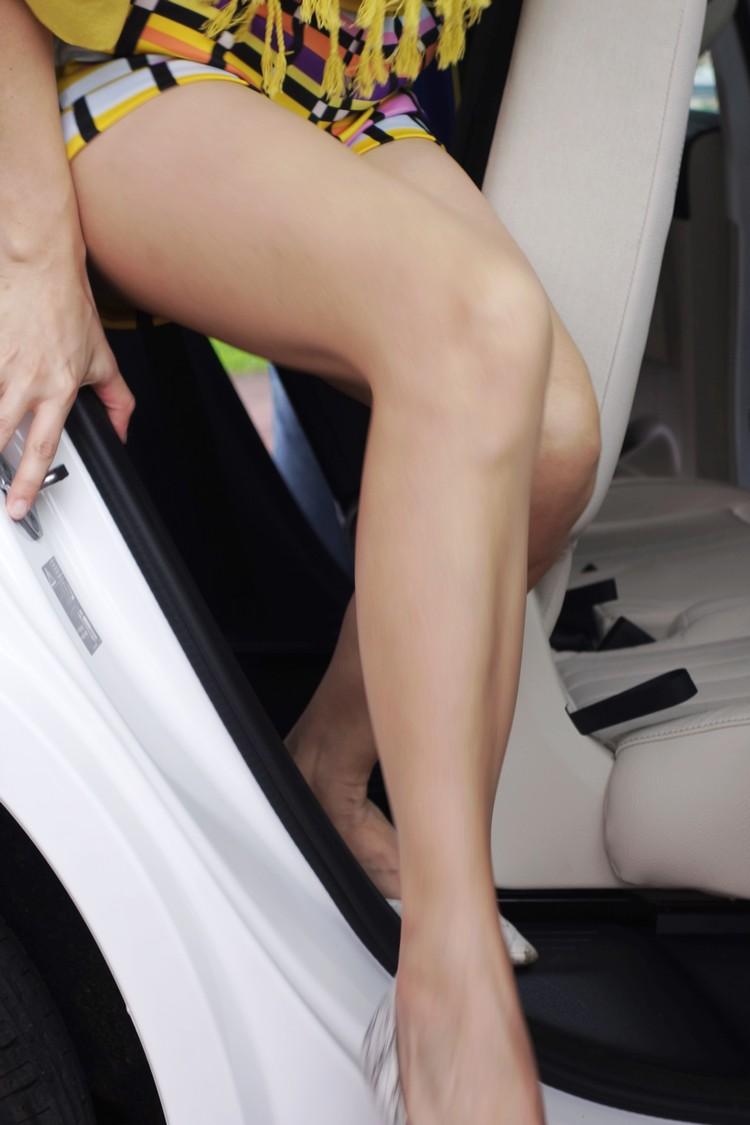 選配第三排座椅的車型,第二排座椅就會增加椅背前傾功能便利乘客出入,長腿族大可不用擔心。