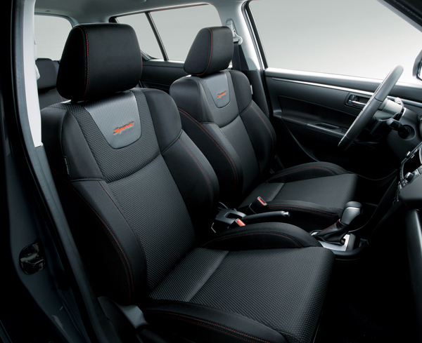 SWIFT SPORT的座椅換上較具包覆性的式樣,改善了座椅側向的支撐能力,提供乘員更穩定的乘坐品質。