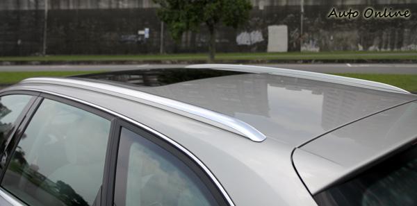車頂的鍍鉻車頂架是Avant專屬配備,方便車主可以在車頂上放置腳踏車或者衝浪板用品。