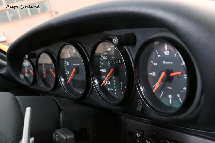 五環式儀表板式老Porsche設計精隨之一。