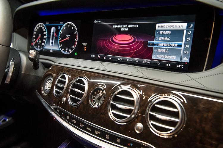 兩具12.3吋寬螢幕數位儀錶和中央顯示幕成為視覺焦點,也提供齊備的功能所需。