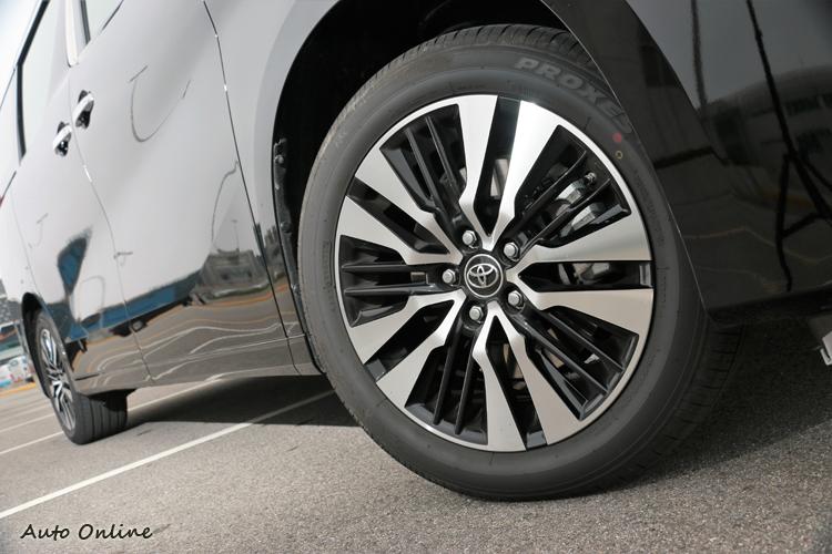 18吋十輻式鋁圈以全新Two-Tone設計,完美結合運動風格及精緻工法。