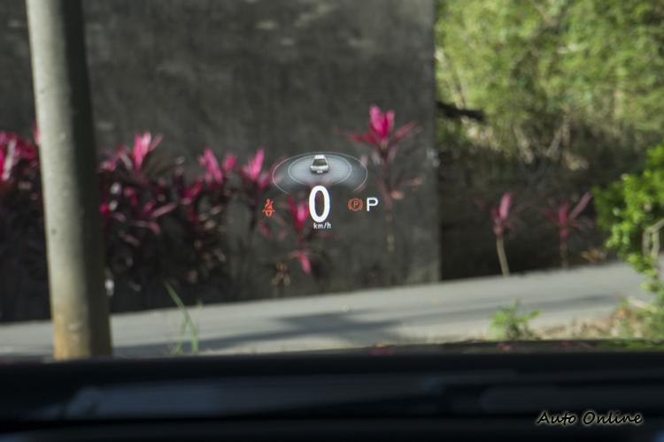 ARD擴增實境抬頭顯示器讓車主更易判讀駕駛輔助系統資訊。
