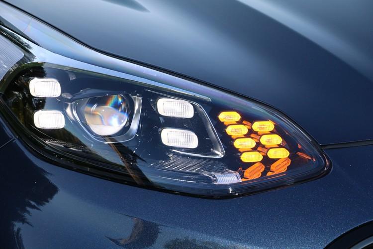 GT-Line專屬的四點式LED設計在頭燈內部也看得到。