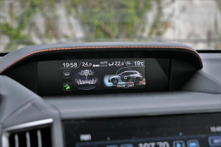 透過SAWD對稱式全時四輪驅動搭配全新脫困科技X-Mode雙模式附HDC陡坡緩降控制系統,大幅強化跨界潮旅XV的越野及脫困能力。