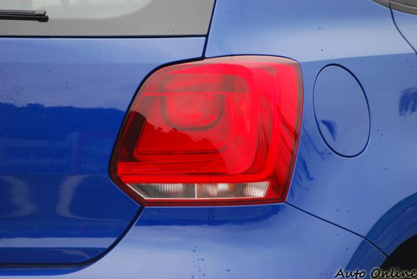 看似LED的尾燈,但其實只是反光片的造型,且這尾燈與BMW 1-Series的相似度還頗高的,正所為英雄所見略同。