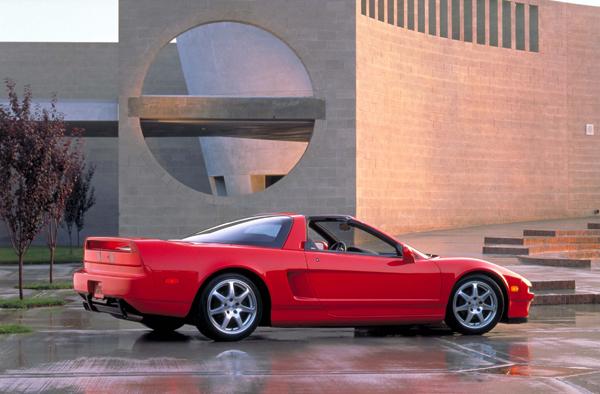 採Targa半硬頂設計的美規版NSX。