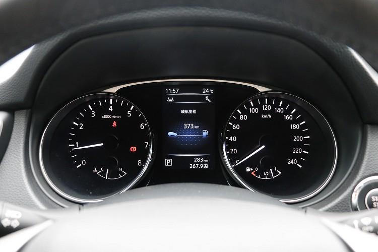 全車標配5吋全彩智慧行車MID,多達9種行車資訊,4WD則有11種行車資訊。