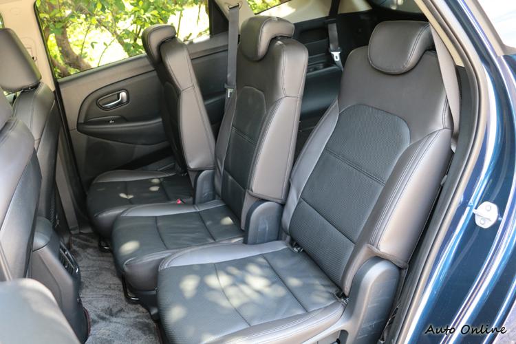 第二排座椅前後位置和椅背角度都可以獨立調整,這是一部優質的MPV不可或缺的設計。