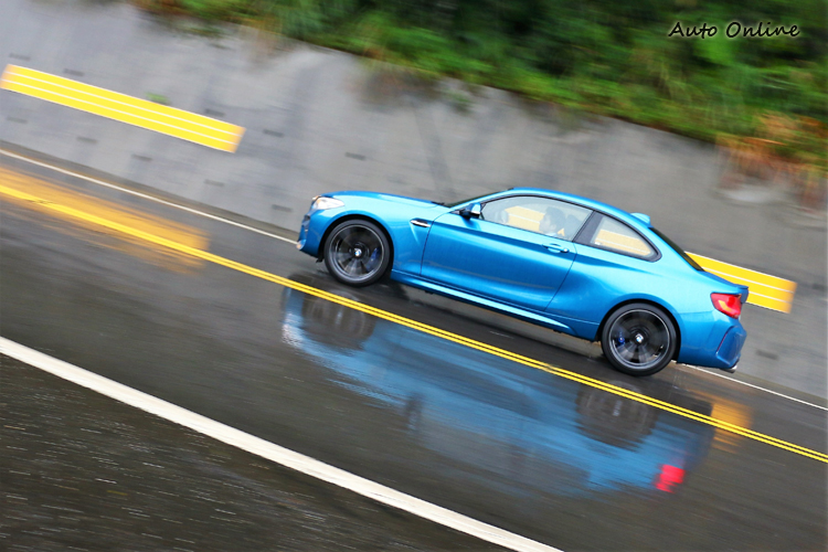 短小的軸距以及強化的底盤,堪稱是M款車系中最有樂趣的。