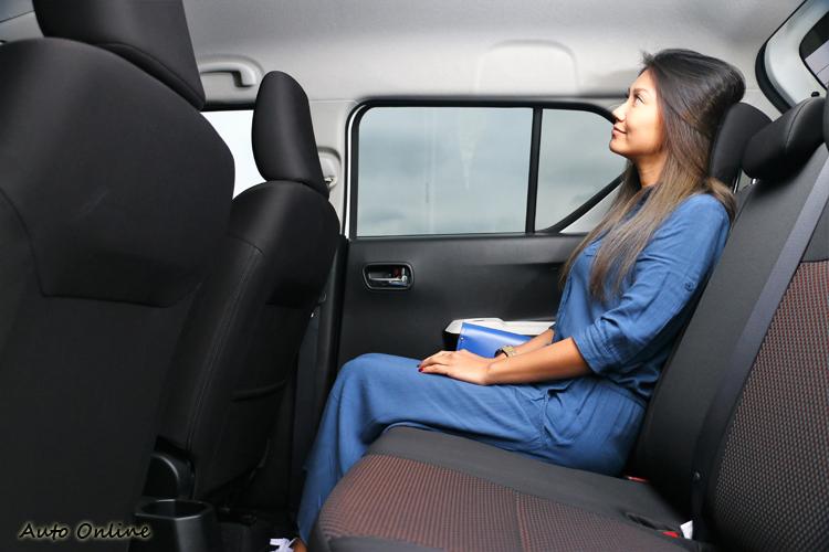 後座空間比預期中還要寬敞,前座以我的姿勢調整,後座能有非常寬裕的空間。
