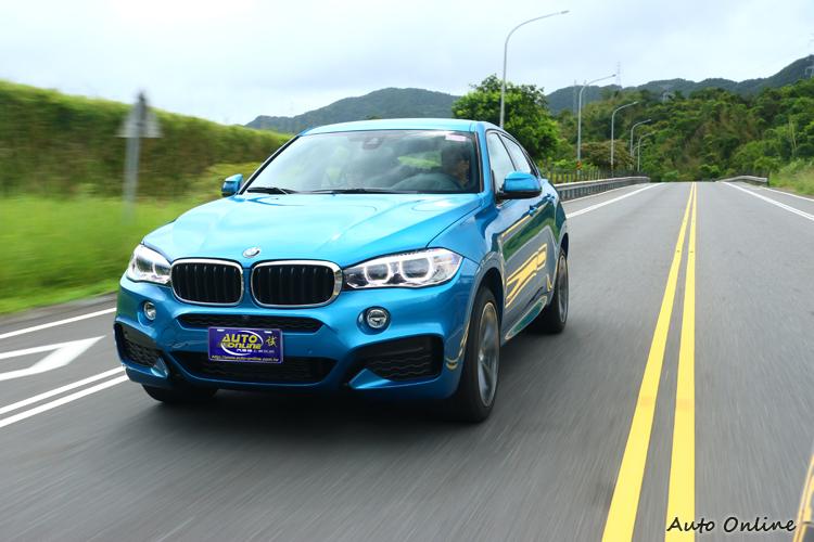 增加M款跑車化電子懸吊,可根據動態行車模式而改變避震器阻尼設定,優化整體車身動態表現。