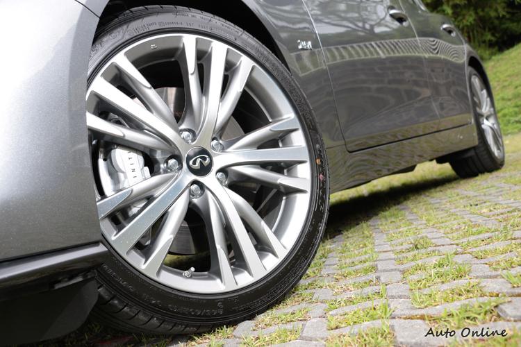 鋁圈從18吋升級到19吋,制動部分換上前四活塞、後雙活塞煞車卡鉗。