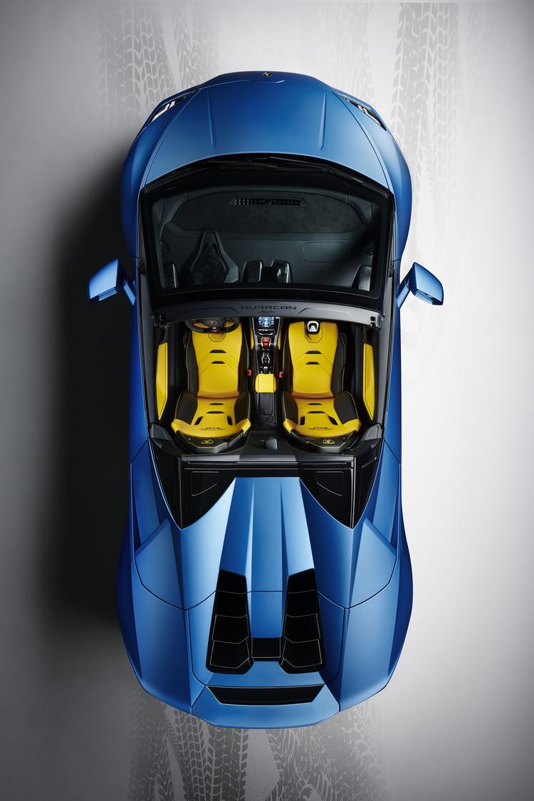 Lamborghini製造的跑車一直都以充滿幾何機械美感著稱,在敞篷款上面更能清楚看出來。
