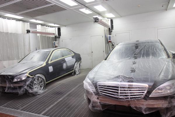 鈑噴是一般維修廠最常見的設備,但在賓士的要求下,更注重通風及車身保護的措施。
