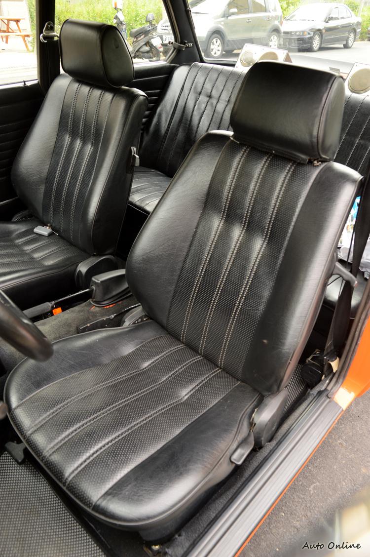 座椅皮面以及泡棉翻新,是老車回春的必要關鍵。