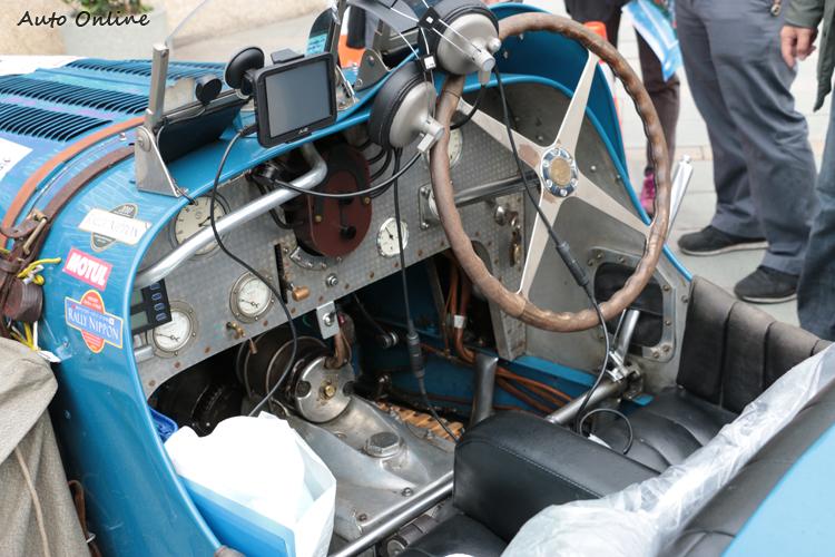 和現在汽車截然不同的操作介面,至今還是維持原貌。
